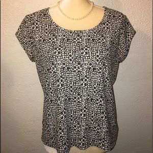 Axcess Size Large Black & White Block Pattern Top